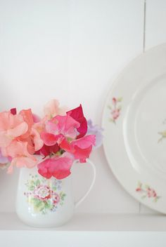 Sweet Peas (Yvestown's kitchen)...one of my very flowers, I would grow them in my garden and greenhouse every year<3
