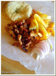 Homemade gyros with pork Greek Recipes, Meat Recipes, Wine Recipes, Appetizer Recipes, Food Processor Recipes, Healthy Recipes, Recipies, Greek Cooking, Cooking Time