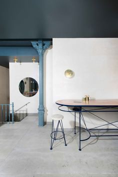 the studio took the gastronomic concept and from it they designed a space with a natural but sophisticated atmosphere.