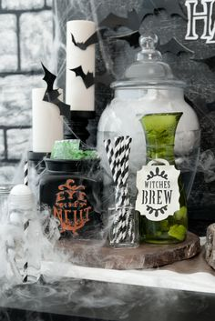 Hosting a Halloween party? Make your spooky decorations with the Circut Explore One! / party decorations / papercraft / craft