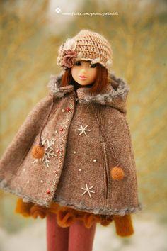 Items op Etsy die op jiajiadoll camel sneeuw bloem hooded coats Kaap 2 manier-momoko misaki of Blythe lijken