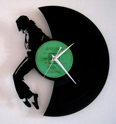 Horloge vinyle Mickael par Funkyvinyl sur Etsy, €40.00