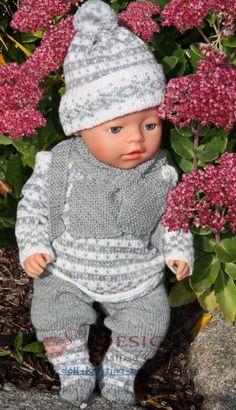 dukkeklær oppskrifter Baby Knitting Patterns, Baby Patterns, Barbie, Baby Born, American Girl, Doll Clothes, Winter Hats, Crochet Hats, Dolls