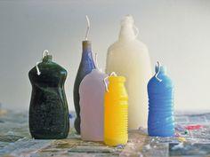 Velas hechas reutilizando botellas de plástico como molde, diseñadas por Curro Claret y Nathalie Danton