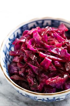 Sweet and Sour German Red Cabbage Braised Sweet and Sour Red Cabbage, German-style! Only 4 ingredients, so easy to make. Perfect with to serve with pork. Gluten free too. Simply Recipes, Healthy Recipes, Side Dish Recipes, Vegetable Recipes, Cooking Recipes, Bread Recipes, Cooking Tips, Sweet And Sour Cabbage, Pickled Red Cabbage