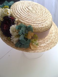 Fancy Hats, Cool Hats, Hat Decoration, Flower Decorations, Sun Hats For Women, Diy Hat, Love Hat, Fascinator Hats, Fabric Jewelry