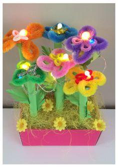 nl - Sinterklaas surprise flower garden with LIGHT. Sinterklaas surprises www. Homemade Christmas Crafts, Christmas Crafts For Kids, Newspaper Basket, Arts And Crafts, Diy Crafts, Reborn Dolls, Reborn Babies, Baby Dolls, Cardboard Art