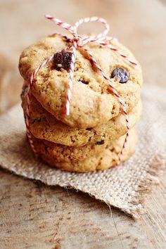 クッキーはバターや小麦粉、お砂糖がたっぷり使われているのが普通。 そんな悩みを解決し、バターも小麦粉もなしで作れる美味しいレシピをみつけました!