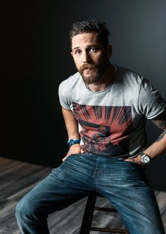 Handsome Tom Hardy of 'Legend' poses for a portrait at the 2015 Toronto Film Festival at the TIFF Bell Lightbox on September 2015 in Toronto, Ontario. Gorgeous Men, Beautiful People, Beautiful Smile, Mode Man, Toronto Film Festival, Charles Bronson, Neue Outfits, Actrices Hollywood, Bearded Men