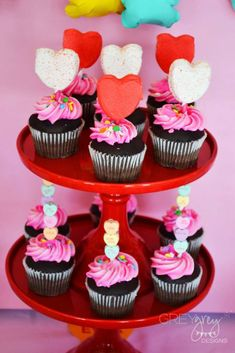 Loving the cupcakes at this Kids Valentine's Day Party!! See more party ideas and share yours at CatchMyParty.com #catchmyparty #valentinesday #cupcakes