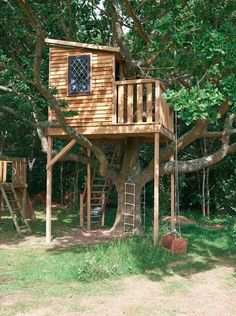 Indoor tree house kids rustic with tree house treehouse garden swing garden rooms Backyard For Kids, Backyard Projects, Garden Swing Sets, Indoor Tree House, Simple Tree House, Tree House Plans, Cool Tree Houses, Tree House Designs, Unique Trees