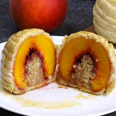 Olive Oil Cake Discover Easy Stuffed Peach Cobbler Easy Stuffed Peach Cobbler delicious cobbler filling stuffed in fresh and sweet peaches wrapped in pie dough and cooked to golden perfection. Then drizzled with caramel sauce. Delicious Desserts, Dessert Recipes, Yummy Food, Easy Fruit Desserts, Dinner Recipes, Beignet Nutella, Cooking Recipes, Healthy Recipes, Healthy Drinks