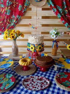 Decoração Simples para São João | Como fazer em casa Baby Shower Decorations, Wedding Decorations, Table Decorations, Ramadan Crafts, Rose, Party, Home Decor, Ghibli, Photo Studio