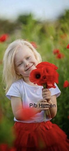 Cute Little Baby, Little Girls, Little Girl Photos, Bless The Child, Kid Poses, Red Poppies, Poppy Flowers, Little Flowers, Beautiful Children