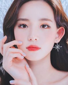 Ulzzang Makeup, Asian Model Girl, Fashion Poses, Girls World, Girls Characters, Korean Makeup, Face Hair, How To Look Classy, Beautiful Asian Girls