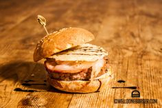How does an American fast-food staple become fashionable in Europe's culinary capitals? By featuring the finest local flavors. From London to Prague, our guide to the great European hamburger. Salmon Burgers, Coffee Shop, Hamburger, Parmigiano Reggiano, Bread, Pane, Ethnic Recipes, Shops, Nature