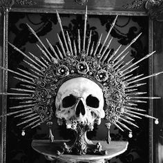 Uploaded by ru-th. Find images and videos about photography, cool and black and white on We Heart It - the app to get lost in what you love. Manga Tatoo, Skull Reference, Arte Horror, Dark Photography, Vanitas, Skull Design, Gothic Art, Skull And Bones, Memento Mori