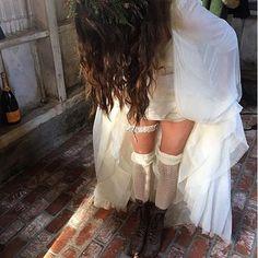 Troian Bellisario se arrumando para o seu casamento. #TROIANBELLISARIO #SPENCERHASTINGS #FORTDAY2016 #FORTDAY Troian Bellisario getting ready for your wedding