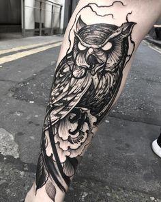 blackwork owl tattoo on leg by @brunosantostattoo