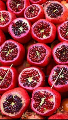 Pomegranate health secrets: antioxidants and so much more! Fruit Love, Fruit And Veg, Fruits And Vegetables, Fresh Fruit, Exotic Fruit, Tropical Fruits, Wallpaper Food, Red Wallpaper, Grenade