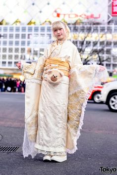 Japanese fashion student Fuka - wearing a ceremonial kimono that she handmade herself for today's Japanese Coming of Age Day ceremony - on the street in Tokyo. Japanese Streets, Japanese Street Fashion, Tokyo Fashion, Kimono Fashion, Fashion News, Mode Harajuku, Harajuku Japan, Harajuku Girls, Bape