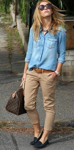 Casual look | Chambray shirt, flats and beige capris