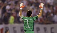 Marcelo Barovero ovacionado por los hinchas Millonarios