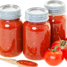 Delicious and simple recipe for homemade pasta sauce.Homemade Pasta Sauce Recipe from Grandmothers Kitchen. I wonder if you could skip the sugar. Canned Salsa Recipes, Fresh Tomato Recipes, Pasta Sauce Recipes, Canning Recipes, Top Recipes, Fruit Recipes, Recipies, Canning Salsa, Canning Tomatoes