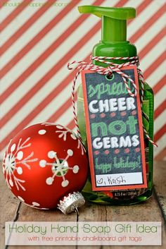 Cute Christmas Soap Gift with free printable tags - { lilluna.com }