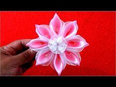 En este vídeo les enseño hacer paso a paso una hermosa flor para el cabello ,calada en cintas de raso y organza Materiales: 8 Rectángulos de 9 cm de cinta de...