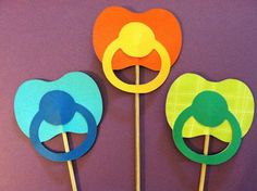 3 Pacifiers on a sticks Baby shower photo props Fotos Baby Shower, Baby Shower Photo Props, Baby Shower Photos, Baby Shower Games, Shower Bebe, Baby Boy Shower, Baby Showers, Fiesta Shower, Shower Party