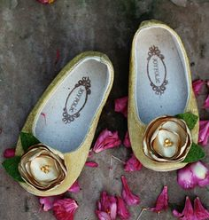 These joyfolie shoes are gorgeous.  If only a) they didn't sell out almost immediately and b) they came in women's sizes too.  sigh...