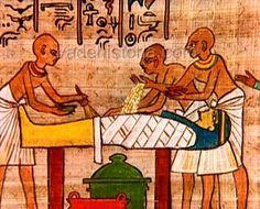 HISTORIA DE LOS ACEITES ESENCIALES. Los egipcios usaban aceites esenciales para embalsamar a sus muertos.  Descubre otras curiosidades de la historia de los aceites esenciales en nuestro blog. http://www.andespharma.com/blog/historia-de-los-aceites-esenciales.html