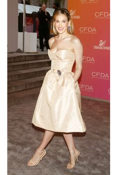 She attends the 2003 CFDA Awards in a nude Oscar de la Renta number and matching heels.   - ELLE.com