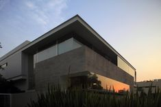 Amazing_Glass_and_Concrete_Godoy_House_in_Mexico_on_world_of_architecture_05.jpg (820×547)