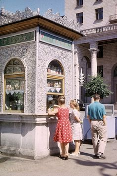 Kiosk No. 125 in Kyiv used to sell beverages and also alcoholic drinks and cigarettes // Soviet Union photos from 1963