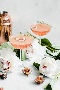 It's about figgin thyme for a cocktail! This fig and thyme cocktail is festive, bright, and perfect for your next get together!