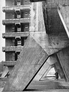hutchesontown area c, gorbals, glasgow basil spence & partners, 1962. (demolished 1993) | overwhelming view  image: homes in high flats