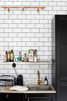 Affordable leather handles were custom-made for the kitchen cupboards and doors. Worktops are made from limestone, the tap, brass. House Doctor, Scandinavian Style, Slots Decoration, Salvaged Furniture, Black Interior Design, Multifunctional Furniture, Deco Design, 3d Design, Kitchen Cupboards