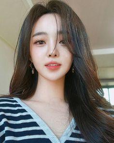 That One Stray Hair Beauty Korean Beauty Girls, Pretty Korean Girls, Cute Korean Girl, Cute Asian Girls, Beautiful Asian Girls, Asian Beauty, Cute Girls, Tumbr Girl, Ulzzang Korean Girl