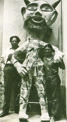 with one of their puppets, casa azul..Fantastic photo!