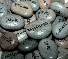 Dorintele si actunile noastre sunt trasate in mare parte de valorile pe care le avem, de lucrurile care sunt importante pentru noi. Insa, de multe ori ne luptam pentru a obtine lucruri despre care credem ca ne vor face fericiti iar dupa ce le obtinem ne dam seama ca nu e deloc asa. Te-ai intrebat daca valorile pe care le ai in prezent te ajuta sau din contra, te saboteaza? http://personalitatea.com/poti-avea-incredere-dorintele-tale