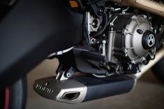 The Ronin 47 Motorcycle is a limited-edition bike that takes inspiration and design ideas from the now-discontinued Buell 1125 (a former Harley Davidson Buell Motorcycles, Vintage Motorcycles, Custom Motorcycles, Custom Bikes, Cars And Motorcycles, Nkd Cafe Racer, Cb 450 Cafe Racer, Cafe Racers, Cx500 Cafe