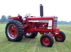 International Tractors! Own one just like this! :)