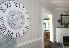 Aprenda como estêncil o Stencil da mandala da prosperidade de Stencils da borda de corte em um relógio de parede de madeira do falso.  Http://www.cuttingedgestencils.com/prosperity-mandala-stencil-yoga-mandala-stencils-designs.html