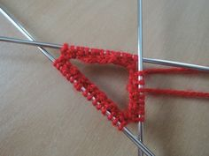 🙋 Sokken breien op grootmoeders wijze - Breiclub.nl Knitting Socks, Baby Knitting, Learn How To Knit, Clothes Hanger, Knit Crochet, Diy And Crafts, Crochet Necklace, Wool, Cotton