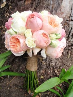 This is how much garden roses can look like my beloved peonies! The same feeling, really. #weddingflorals #weddingbouquet #gardenroses