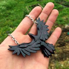 Crow pendant by JonasOlsenWoodcraft I would wear this in Honor of Morrigan Wooden Jewelry, Wire Jewelry, Jewelry Art, Jewelery, Wood Carving Patterns, Carving Designs, Arte Viking, Wooden Pattern, Owl Pendant