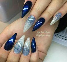 Uñas azul marino plata