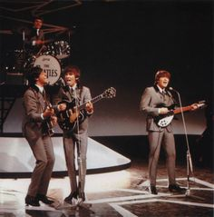 The Threetles plus Jimmy. Ringo was out sick at this time. The 325/12 looks nice along side the Hofner and the Gent